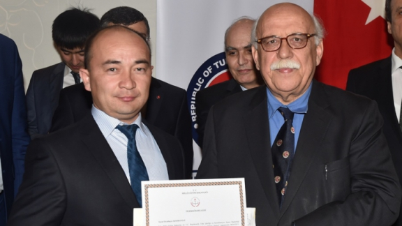 Minister Avcı presents certificate to Kazakh instructors
